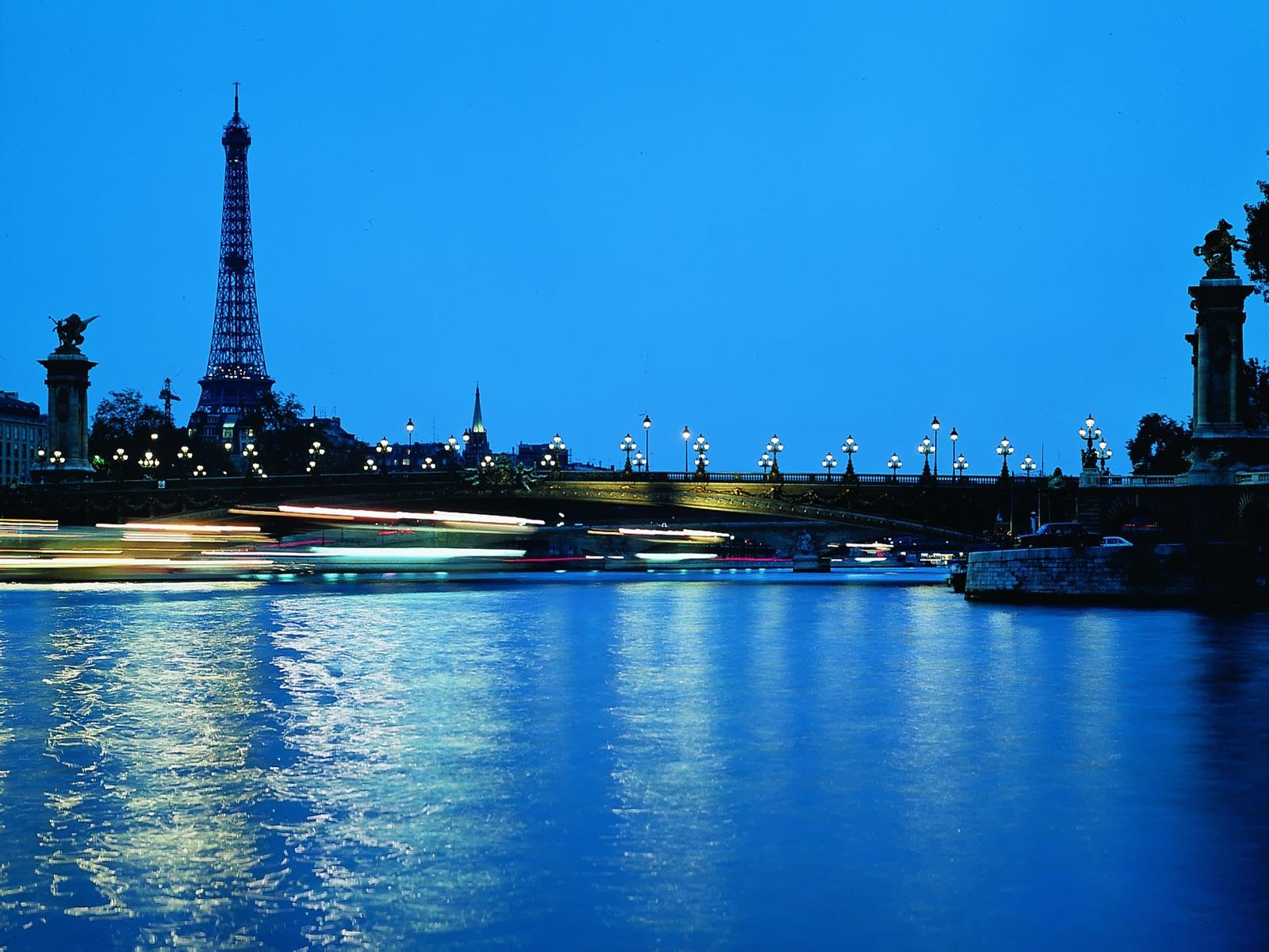 Эйфелева башня вечером обои для рабочего стола картинки и